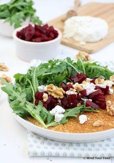 Zoete aardappel pannenkoek met rode biet en geitenkaas - Mind Your Feed