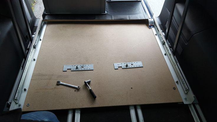 Einkaufsliste und Einbauanleitung für einen Heckauszug in einem VW T5 mit Multi…