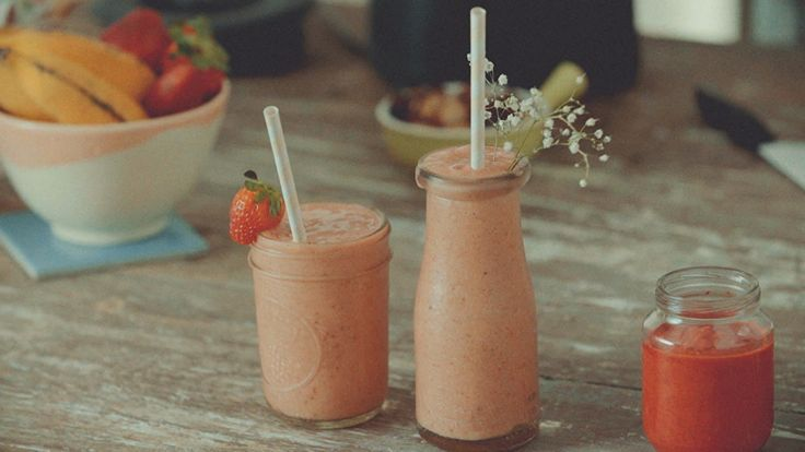 Receita de milkshake vegano de morango e banana - Aprenda uma deliciosa receita de Alana Rox