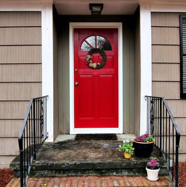 Window trim painted also red High Resolution