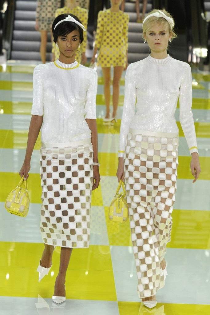 The New Modern Spring 2013 Trends: Minimal  (Louis Vuitton RTW Spring 2013)