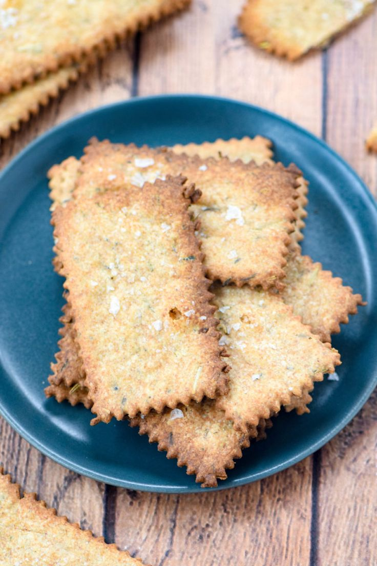 Homemade herb sourdough crackers are a quick and easy DIY project. Your cheese plate with never be the same again! Great with salads, dips and soup.