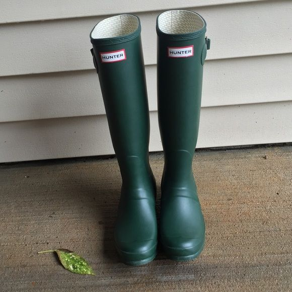 Green Hunter Boots! In very good condition!!! I'm a true size 9 and these fit perfectly! Hunter Boots Shoes Winter & Rain Boots