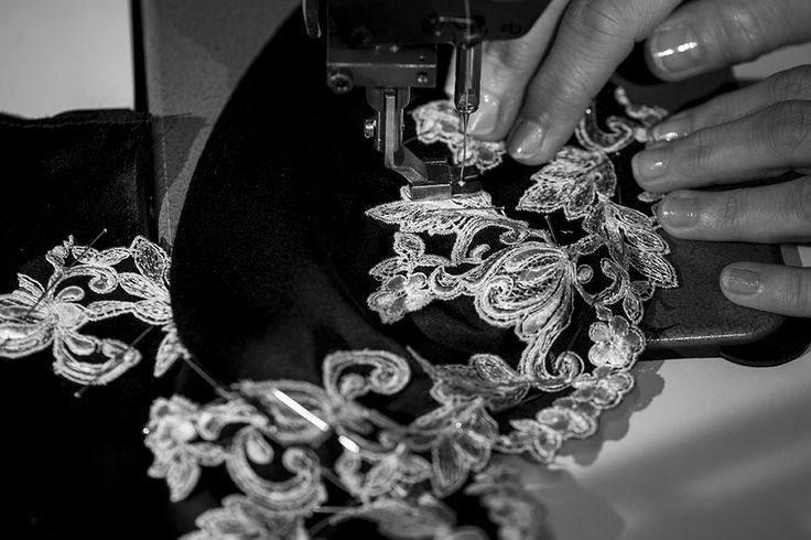 Applying the frastaglio lace, the iconic feature of the signature La Perla Maison collection