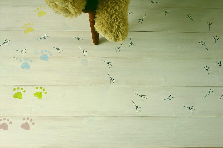 Gyerekszobába készült hajópadló állati jó lábnyomokkal : )))  Home decor - wood floor - children's room - haind-painted