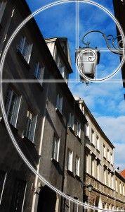 Kamienice, latarnia skomponowane wg. spirali Fibonacciego