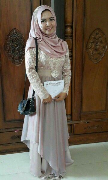 inspirasi gaun wisuda #gaun #kebaya #wisuda #yudisium #hijab