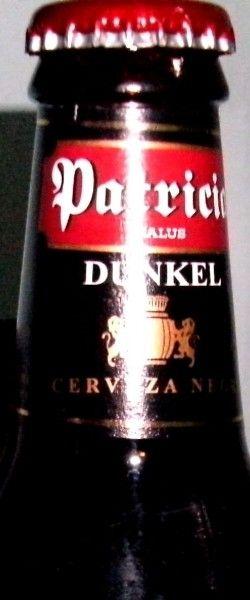 Cerveja Patricia Dunkel, estilo Munich Dunkel, produzida por FNC SA, Uruguai. 5.4% ABV de álcool.