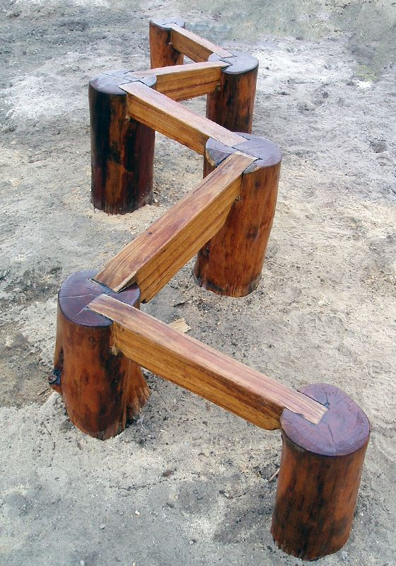 DIY wood zig-zag balance challenge #kids #backyard #playscapes