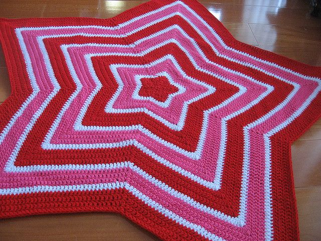 Chromium Star Blanket in red by thekidneybean, --- Currently working on this one, but in green/blue. It's cute, but very repetitive.