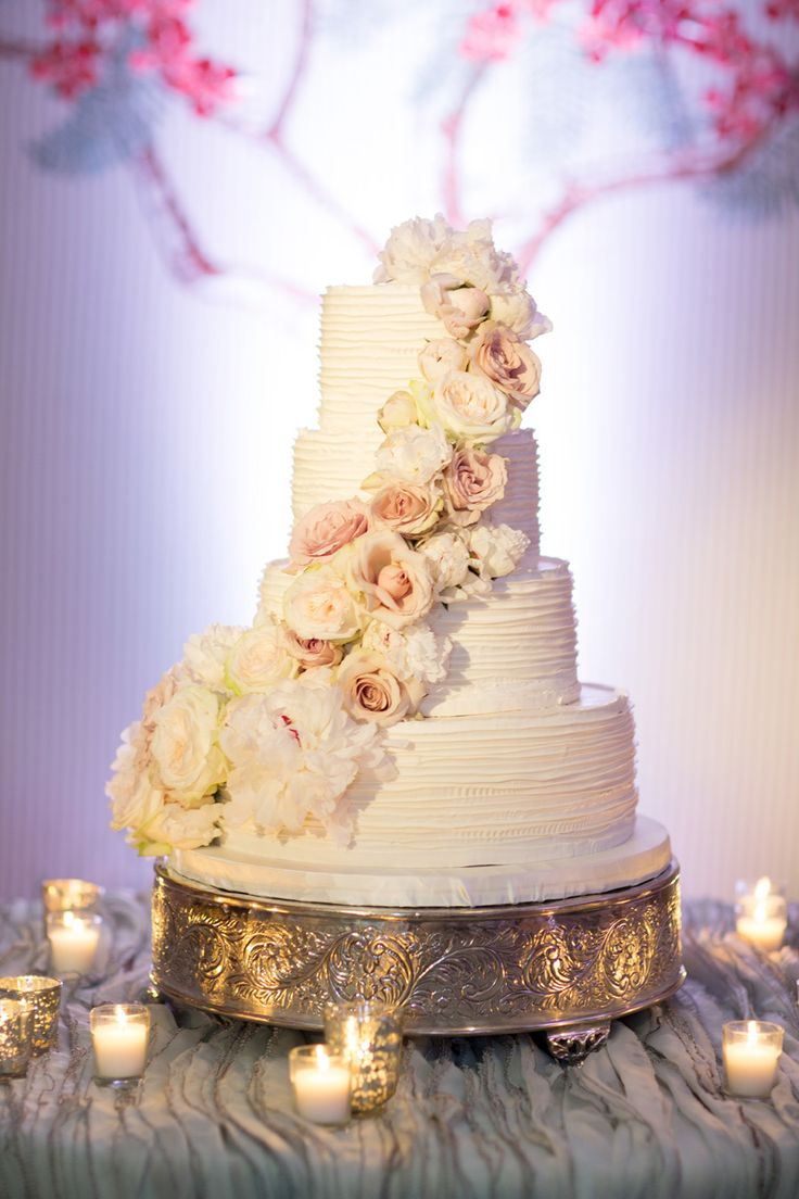 Romantic wedding cake with cascading flowers. Photography: KT Merry Photography - ktmerry.com