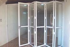 puertas plegadizas de aluminio   PUERTAS PLEGADIZAS