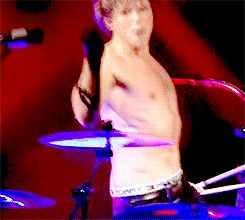 Ashton drumming shirtless ^it's the drumstick twirl that melts my heart