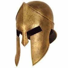 Yelmo: Casco de hierro de forma cónica, con una placa que protegía la nariz, en los trajes del caballero medieval.