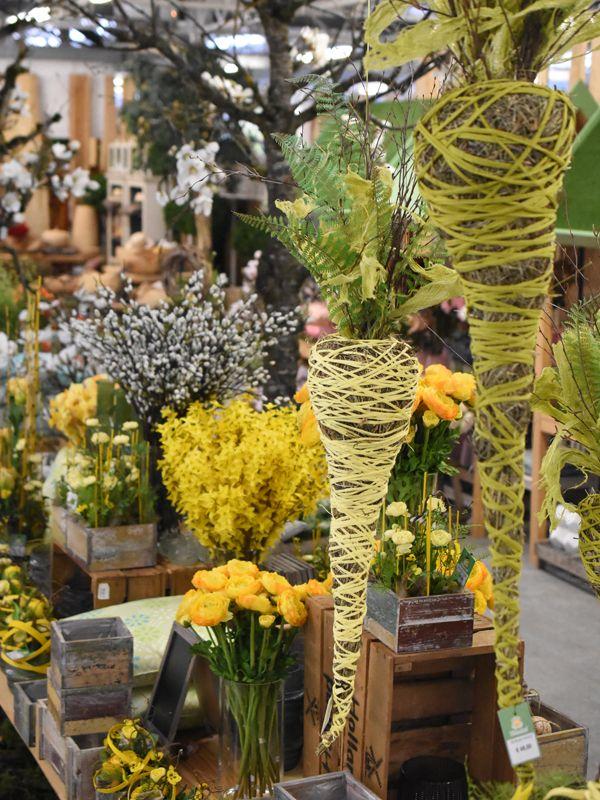 Floristik Diy Kreativ Fruhjahrsdeko Schmetterling Einrichtung Schonerwohnen Dekoration Seidenblumen Kun Mit Bildern Fruhlingspflanzen Weidenkatzchen Seidenblumen