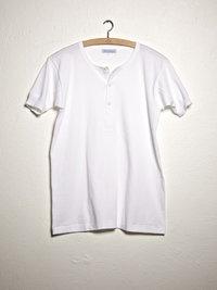 Onderhemd, knoopjes van parelmoer, kwart mouw van Merz B Schwanen