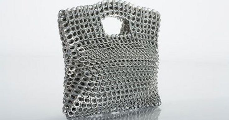 Treklipjes van blikjes: wat valt daar nu mee aan te vangen? Veel, als je naar de modieuze tassen van Escama Studio kijkt. Met de aluminium treklipjes worden…
