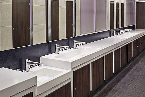"""""""Unsere Dyson Airblade Hahn-Handtrockner liefern eine viel stilvollere, einfachere Waschraumerfahrung, die passt mit unserer innovativen Marke.""""Davey Barrett, Erscheinen-KundendienstdirektorDas ProblemArme Waschraumerfahrung."""