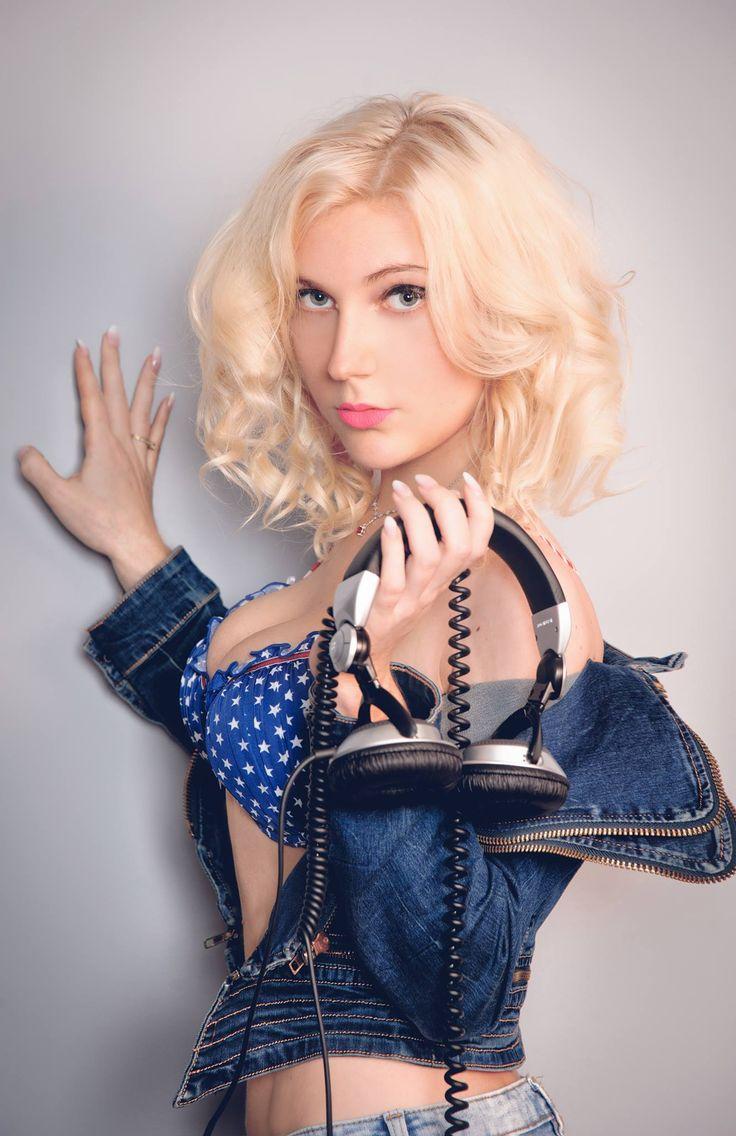 Polish DJ Mirjami with headphones :)  #mirjami #djmirjami #djanemirjami #djane #mirjami #djing #femaledj #DJ #djette #polskadj #polskadjka #djka #germandj #girl #girls #club #party #gig #photosession #sexy #girls