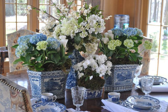 Amazing table setting. Check out the pug fabric on the chairs!