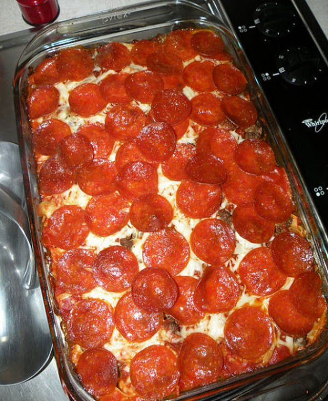 BEST EVER!! Mama's Pizza Casserole is a wonderfully easy dinner recipe! This easy casserole is sure to become a family favorite.