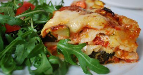 I min hög med sparade recept, har jag hittat det här receptet på vegetarisk lasagne. Det fanns med i en tidning som hette Gott & grönt, s...