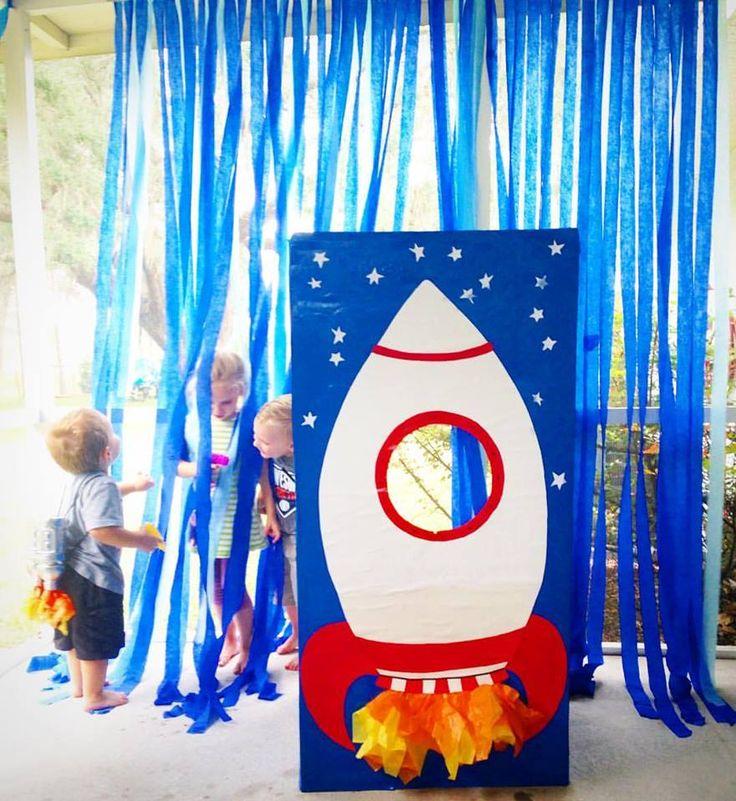 Space Themed Blast Off Birthday Party   julesandco.net