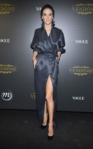 Alessandra Ambrosio Photos - Alessandra Ambrosio attends the Irving Penn Exhibition Private Viewing Hosted by Vogue as part of the Paris Fashion Week Womenswear Spring/Summer 2018 on October 1, 2017 in Paris, France. - Irving Penn Exhibition Private Viewing Hosted by Vogue - Paris Fashion Week Womenswear S/S 2018