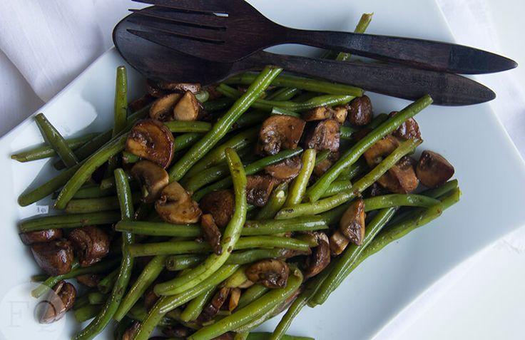Deze sperziebonen met balsamico-knoflook champignons zijn echt zó lekker!Een makkelijk te combineren en super smaakvol bijgerecht.