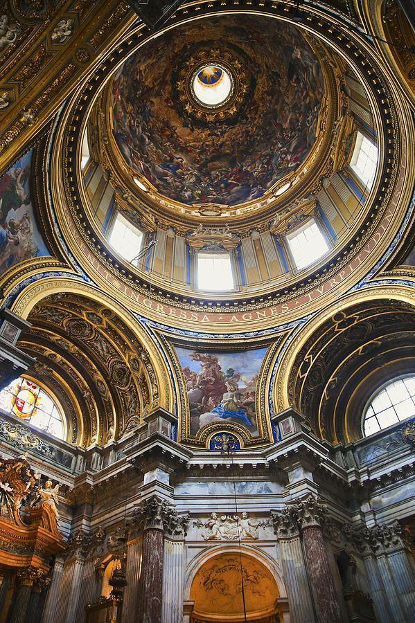 Sant Agnese in Agone Church, Piaza Navona, Rome. Diseño de Carlo Rainaldi y su padre Girolamo, solo fachada es de Berromini.