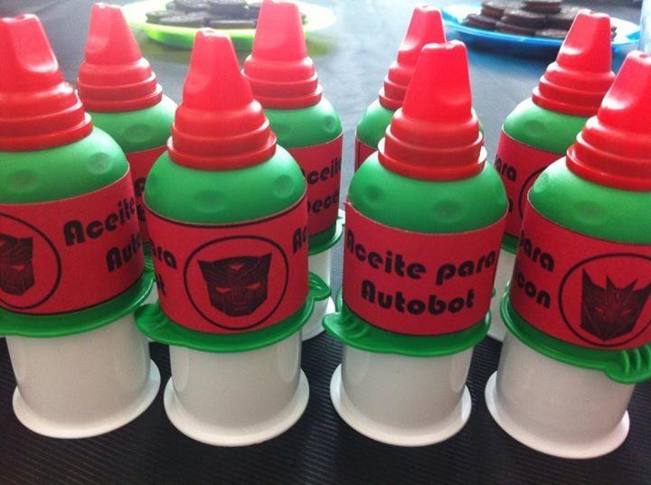 """Dulces de tamarindo con la etiqueta de """"Aceite para Autobot"""". Delicioso y original!!"""