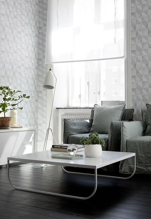 Tati sofa table by Broberg & Ridderstråle from Asplund and Grasshopper floor lamp by Greta Magnusson Grossman from Gubi | Trendenser