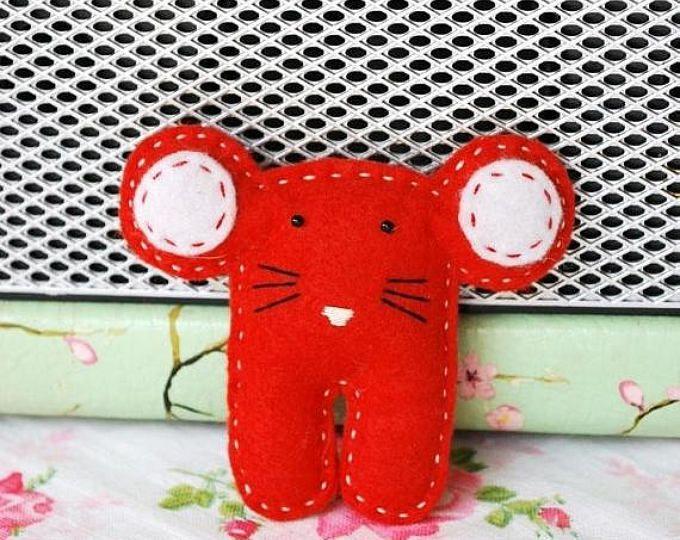 ON SALE Red Felt Mouse Brooch - Felt Brooch - Felt Mouse - Mouse Pin - Kids Brooch - Gift For Kids - Animal Brooches - Kids Gift - Handmade