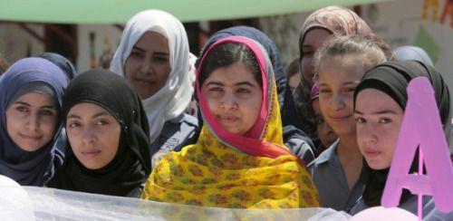 http://noticias.uol.com.br/ultimas-noticias/reuters/2015/07/12/vencedora-do-nobel-malala-abre-escola-para-garotas-sirias-refugiadas.htm