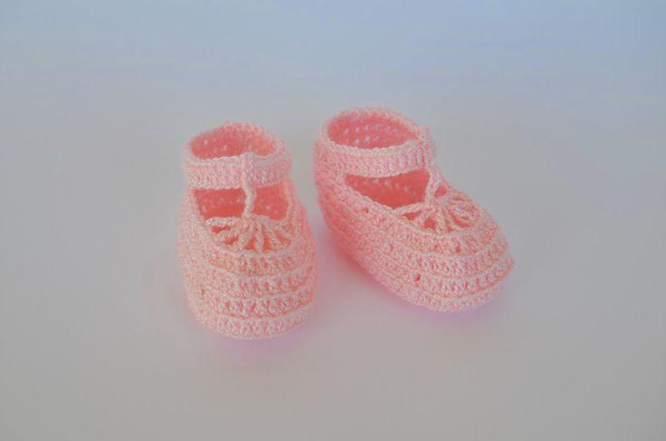 Patucos para bebés recien nacidos.  https://www.etsy.com/es/listing/197915580/patucos-para-bebes-hechos-a-mano-de?ref=pr_shop