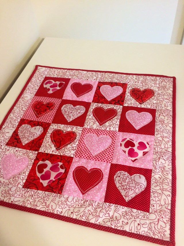 13 5 X 25 5 Happy Valentine S Day Friends I Made This Little Wall Hanging The Other Day For Heart Quilt Pattern Quilted Table Runners Patterns Heart Quilt
