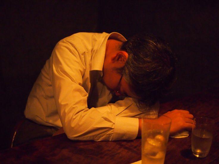 人は飲み過ぎると こうなります(¬_¬) 皆さん気をつけましょう