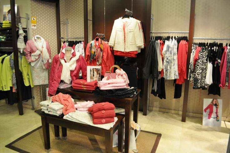 Decoraci n para tienda de ropa femenina tiendas for Decoracion de almacenes de ropa