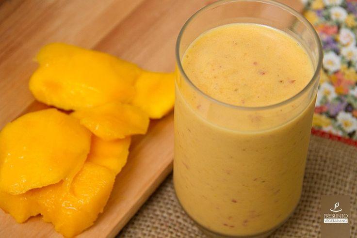 Smoothie de Banana, Manga e Pêssego Meu congelador está cheio de frutas…
