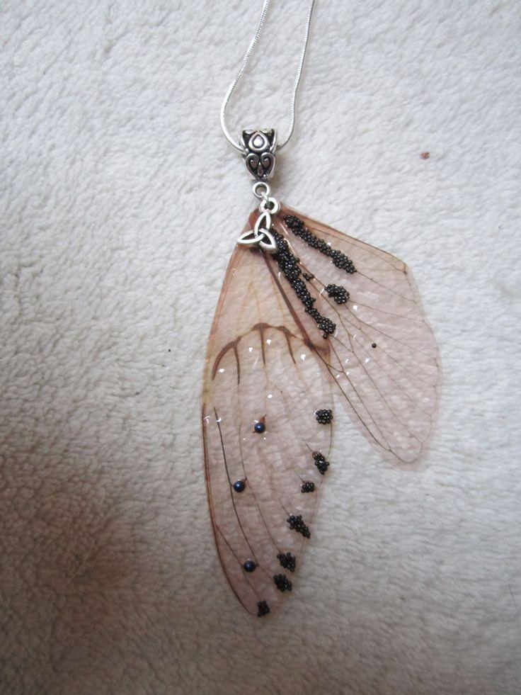 collier argent vintage elfique fée ailes libellule celtique bleu marine noir : Collier par melledenevers