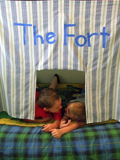 Bunk Bed Fort Tutorial - could adjust this to work for E's loft bed.