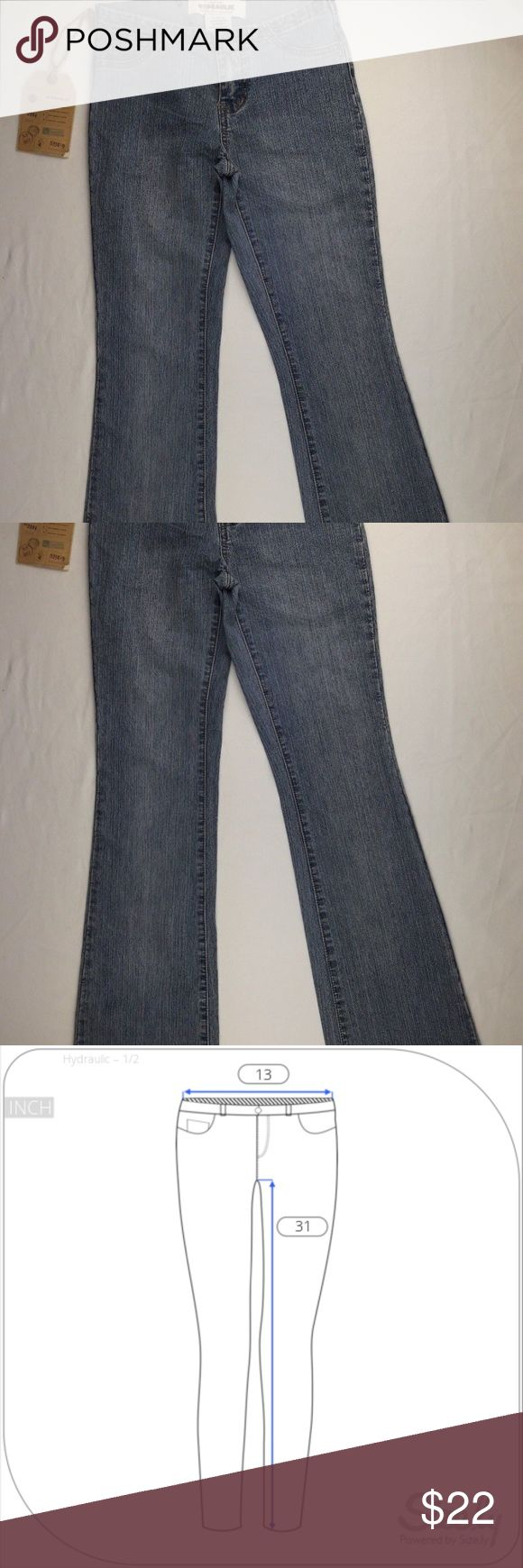 "Hydraulic Jeans Light Wash 26x31 Light wash Women's Hydraulic Jeans Size 1/2 Boot cut. Pretty good conditions.  Measurements: •Waist 26"" •Inseam 31"" Hydraulic Jeans Boot Cut"
