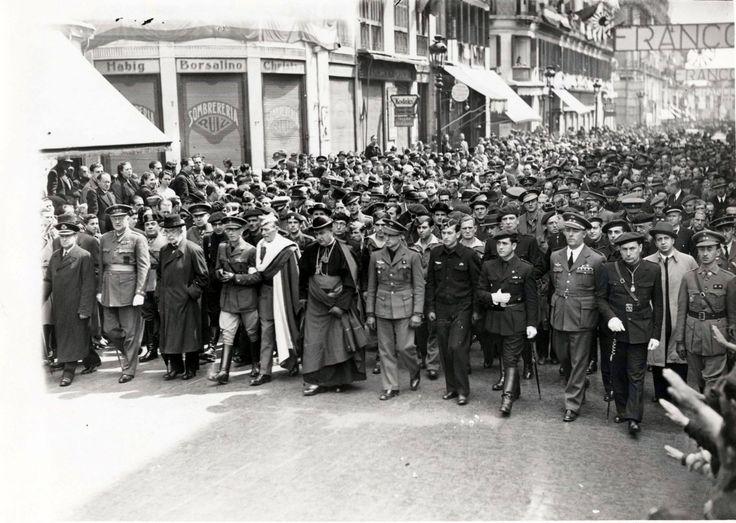 Spain - 1939. - GC - Cortejo fúnebre del aviador J. García Morato por calle Larios (6/4/39).En la foto aparecen el Dr. Gálvez Ginachero( su suegro) Millán Astray, el Obispo de Málaga, D. Balbino Santos Olivera, el Gobernador Civil y el alcalde de Málaga.