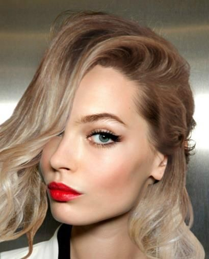 Classic makeup for a blonde