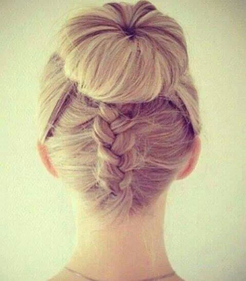 Chignon con treccia, hairestyle very Very elegant chignon hairstyle #wedding #matrimonio #serendipity555 #modena Seguimi su www.facebook.com/Serendipity555