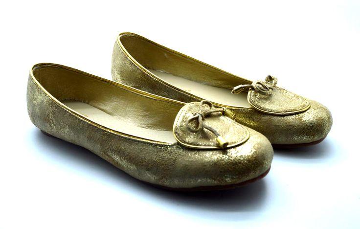BALETAS DORADAS Comodidad y estilo en un solo zapato, estas baletas en material alternativo son perfectas para ti. Cómpra aquí: http://bit.ly/baletas_doradas