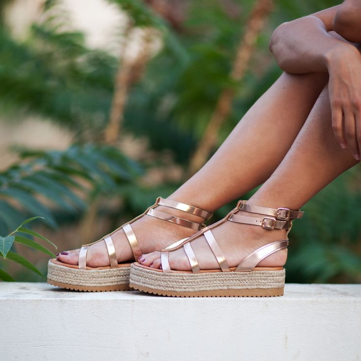 Summer has hundred reasons to wear sandals... ‪#‎SanteWorld‬ Available in stores & online (SKU-92521): www.santeshoes.com