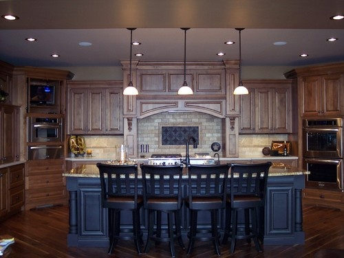 Knotty Alder Kitchen - traditional - kitchen - omaha - Designer Craft Kitchen & Bath