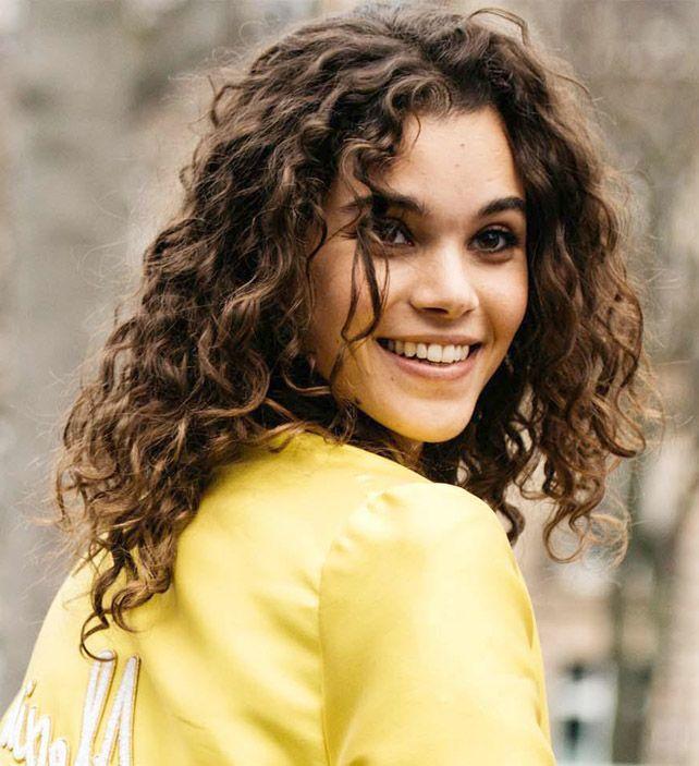 Dauerwelle Haar Frisuren Dauerwellehaarfrisuren Kurzhaarfrisurennaturwellen In 2020 Mittellange Haare Dauerwelle Dauerwelle Dauerwellen Haar