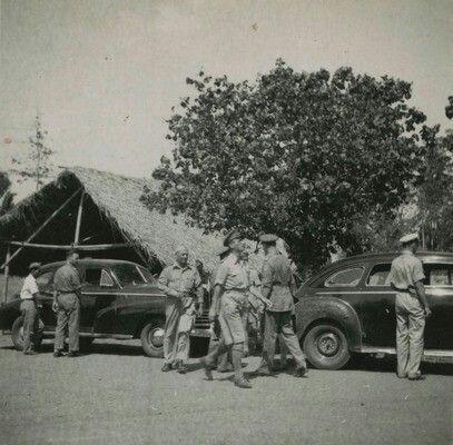 Verblijf en optreden van het 8e (4e) Bataljon Regiment Stoottroepen op Bali. Inspectie in kamp Antosari. 1946